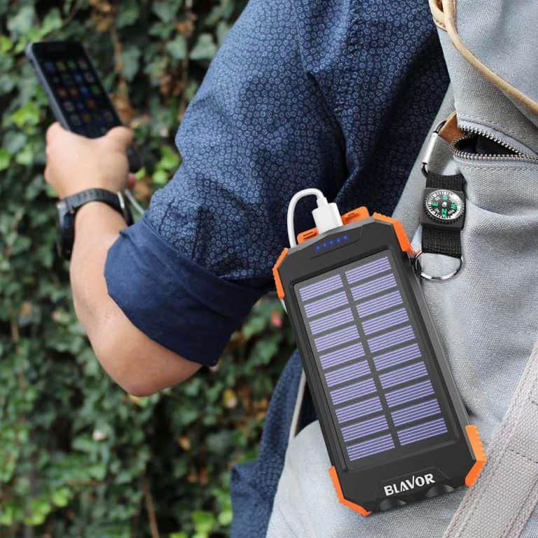 Compact and durable solar charger from Blavor